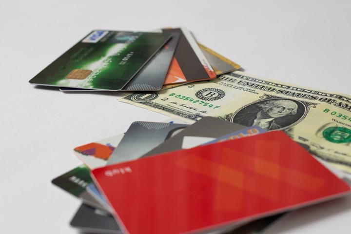 1.そもそも、クレジットカードの更新とは?