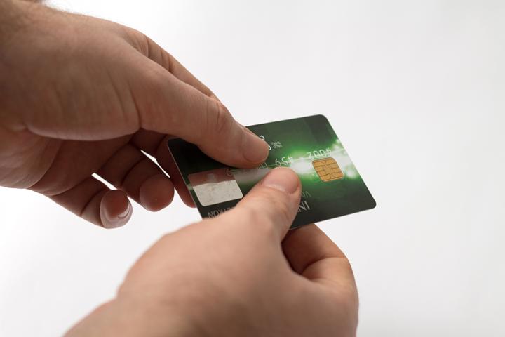 デビットカードは大半が「審査なし」の理由