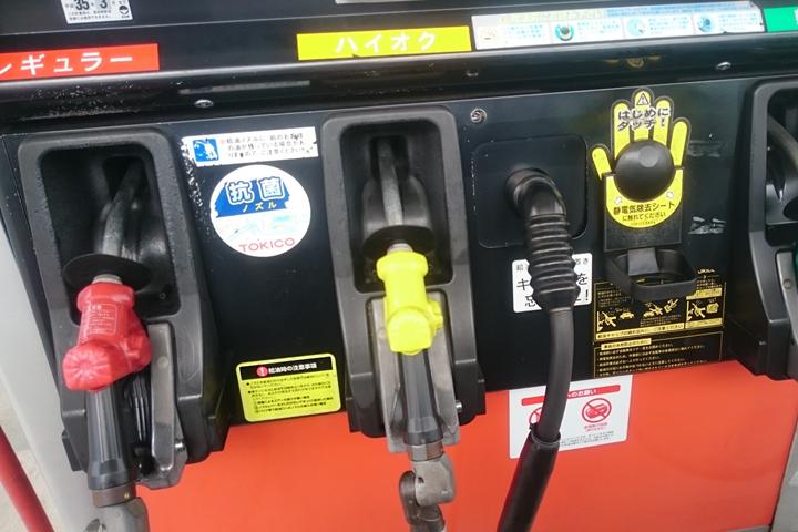 ガソリンスタンドでも使えるデビットカード4選