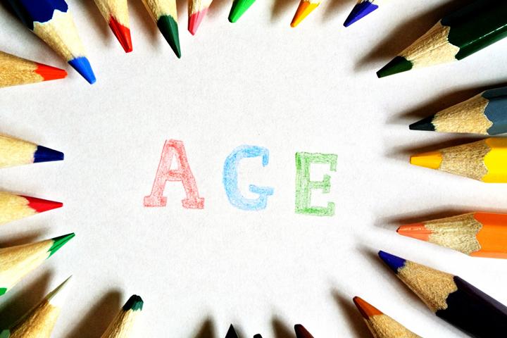 1.デビットカードとクレジットカードの年齢制限を比較