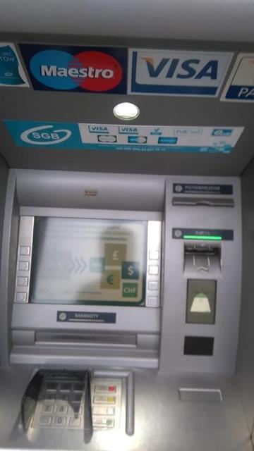 「Visa」または「Plus」マークがついていればどこでも引き出し・キャッシュレスで支払いができる