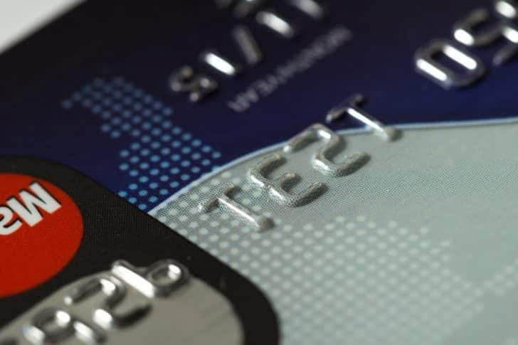 学生がクレジットカードを選ぶときに注意すべきポイントは?