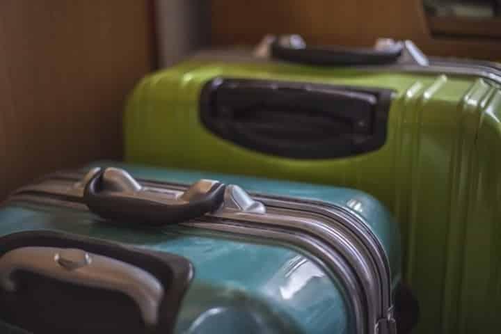 空港荷物宅配サービスが利用できるゴールドカード5選
