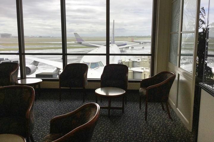 メリット2.国内空港ラウンジが利用できる