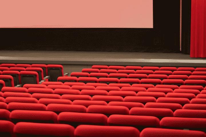 映画館で優待が受けられる携帯電話会社のサービス